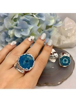 Кольцо со срезом кварца, цвет- синий. Родирование.