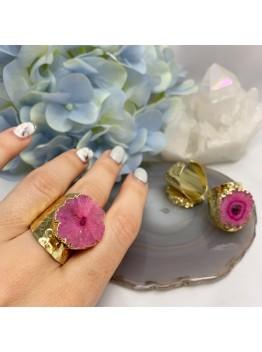 Кольцо со срезом кварца, цвет-розовый. позолота 24К