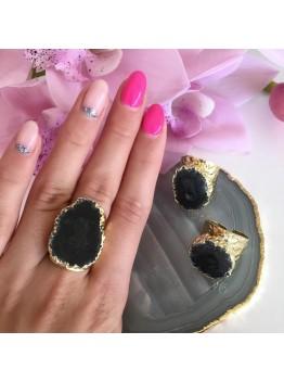 Кольцо со срезом кварца, цвет- черный. Позолота.