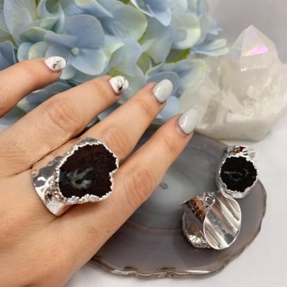 Кольцо со срезом кварца, цвет-черный. Родирование