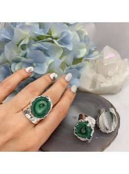 Кольцо со срезом кварца, цвет-зелёный. Родирование
